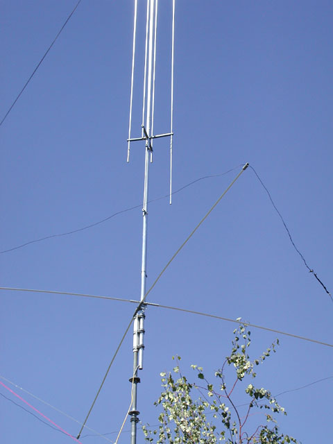 amateur radio gap titan a view of the titan mounted to the mast and counterpoise along lower x stand offs gap recommends the coax should exit the antenna at a 30 degree